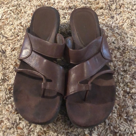 6a7da867f486 bear traps Shoes - Bear trap wedge sandals. Sz 10